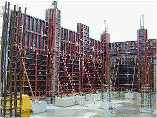 www.poroshat.blogfa.comاز جمله مزایای این روش قالببندی که برای دیوارهای نسبتا بلند استفاده میشود تعداد دفعات بیشتر استفاده از قالب و سرعت عمل بیشتر آن است.